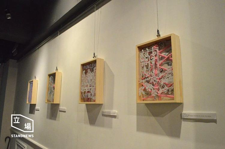 黃嘉瀛以性用品置於作品內,並繪上獵巫相關的圖像